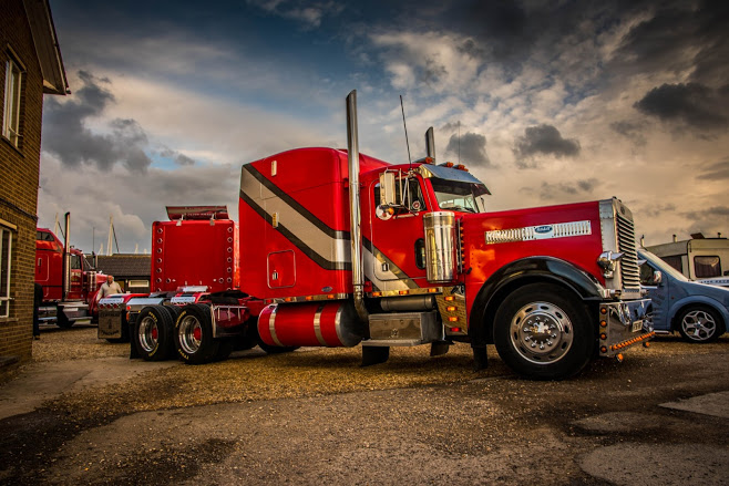 Peterbilt 379 available to hire for weddings or shoots